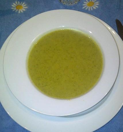 Broccolisoep met kokosmelk en curry
