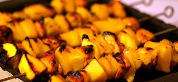Brochette met kip en ananas