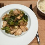 Kippenblokjes met broccoli en Oosterse saus