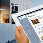 In de keuken werken met de tablet